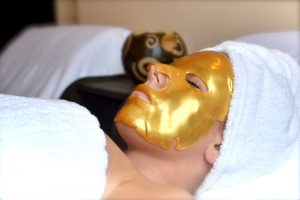 Gold collagen mask can reduce dryness